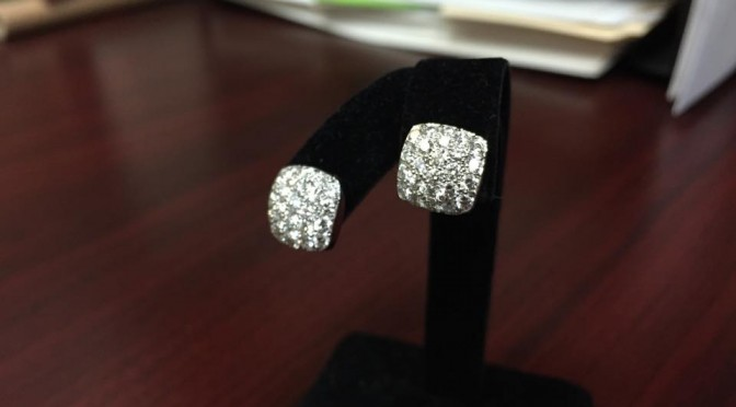 https://www.jewelrynloan.com/blog/carelle-18k-gold-diamond-earrings-3000